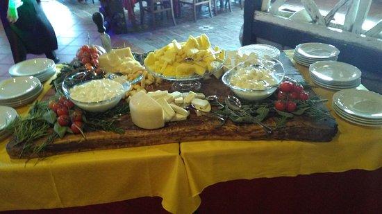 Pecetto Torinese, Itália: Formaggi a Buffet