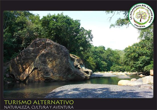 Villeta, Colombia: Este es Pozo Piedra del Chulo, a 10 minutos de la finca La Mayoría, un lugar tranquilo, rodeado de naturaleza.