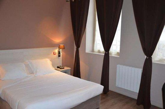 L'Aigle, France : Guest room