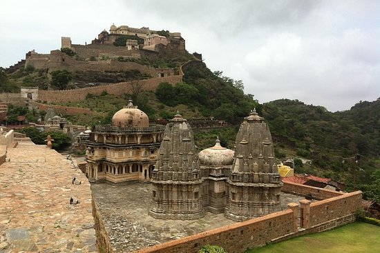 One Way Kumbhalgarh Fort und Jain ...