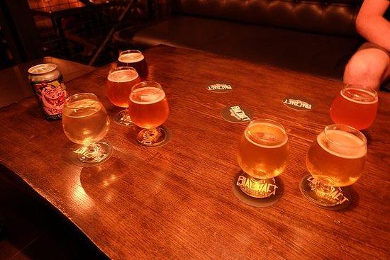 胡志明市 - 西贡夜工艺啤酒之旅与摩托车或滑板车