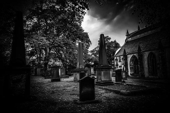 死亡之城闹鬼的墓地之旅