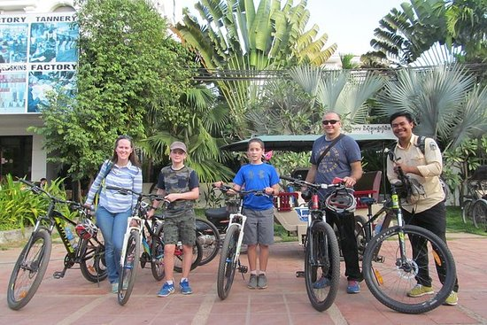 Angkor Wat Full Day Bike Tour Small...