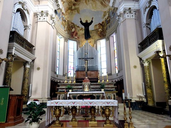 La cripta del santuario foto di santuario san giuseppe for Arredi interni san giuseppe vesuviano