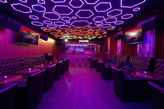 Point rouge клуб москва смотреть онлайн стрептиз в ночном клубе