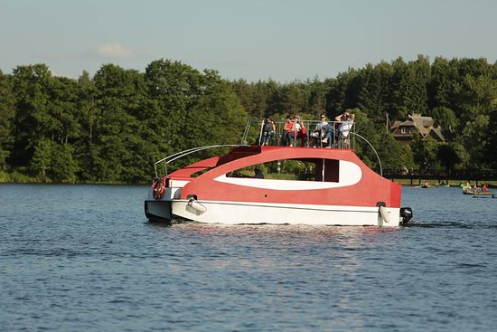 Recreational boat rental in Trakai