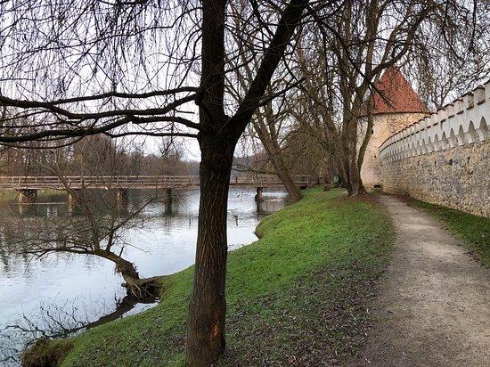 Оточец, Словения: camminata intorno al castello