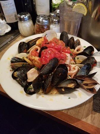 Matawan, نيو جيرسي: Seafood Marechiara with Angel Hair Pasta !!   Superb