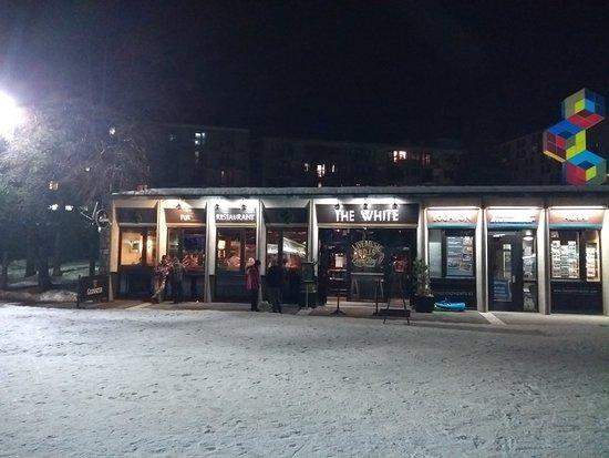 Le White Pub