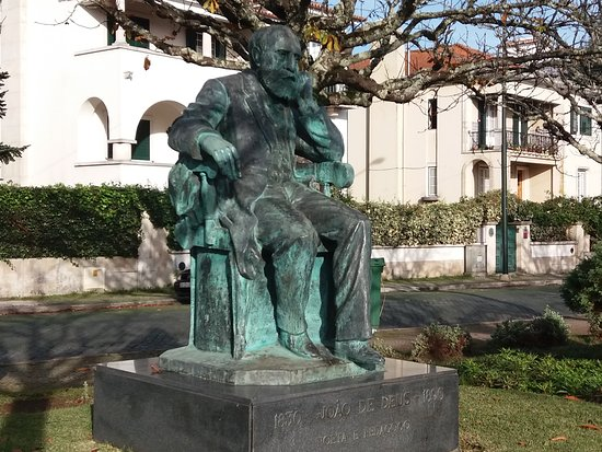 Estatua de Joao de Deus