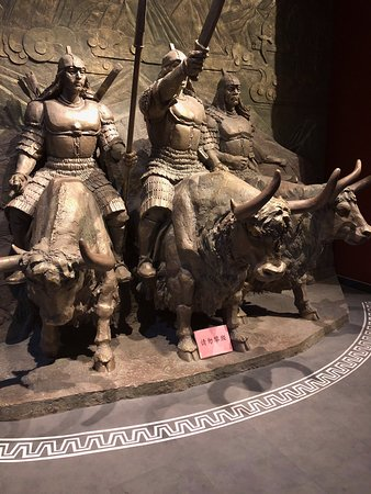 Lhasa, Trung Quốc: Wonderful sculptures and imagery demonstrating the value of the Yak to the Tibetan economy, safety, and culure.