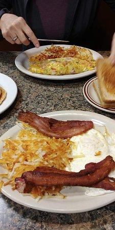 Salem, IL: Typical breakfast food