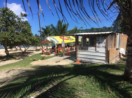 Anse Laborde: Ristorantino sulla spiaggia
