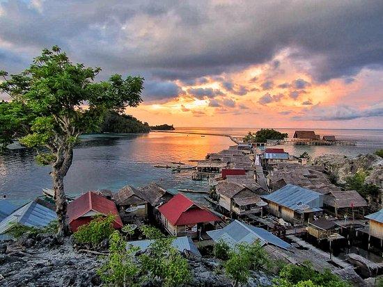 Ampana, อินโดนีเซีย: Pulau Papan Overwater Bajau Village