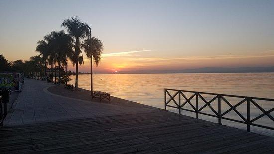 Lago de Chapala: Looking east ad Day Break on Lake Chapala on the Malecon in Ajijic