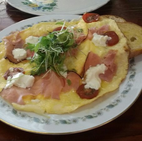 Elmore, Australia: Open omlette with smoked salmon.