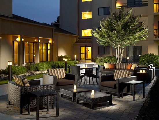 Spacious outdoor courtyard with fabulous temperatures all year round!