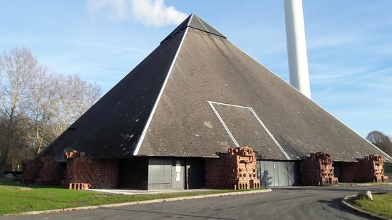 Mons-en-Baroeul, Francia: Pyramides de Mons