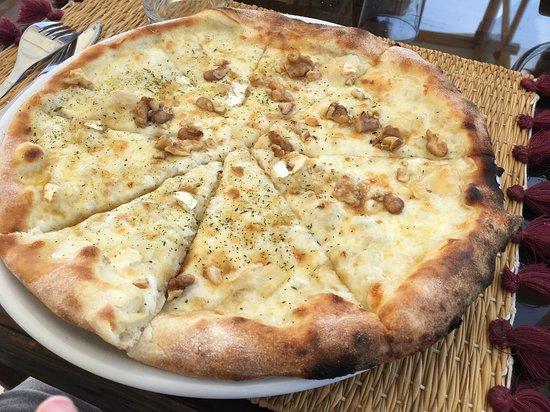 pizza de queso de cabra. excelente!