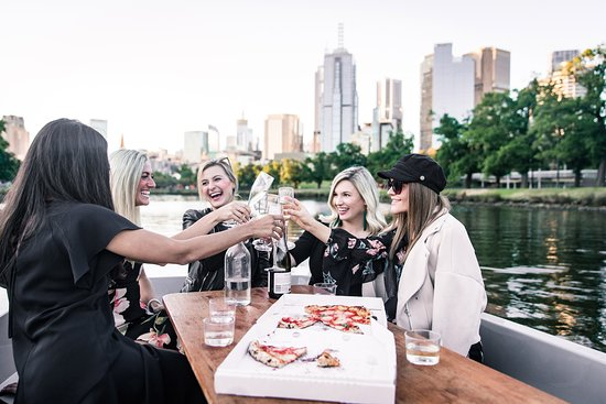 GoBoat Melbourne: Cheers! An afternoon on the Yarra River with the girls and some pizzas.