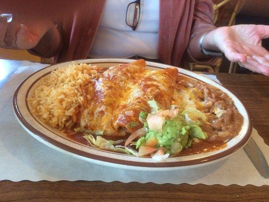 Sierraville, Калифорния: Enchilada plate generous serving