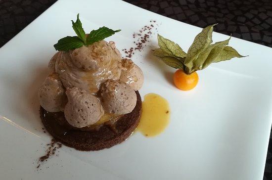Ecouviez, France : Sablé chocolat à la cannelle, mousseux au chocolat Kaoka Bonao (AB), reine des reinettes.