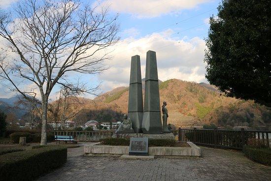 Tanzawa Lake: 丹沢湖を望む公園