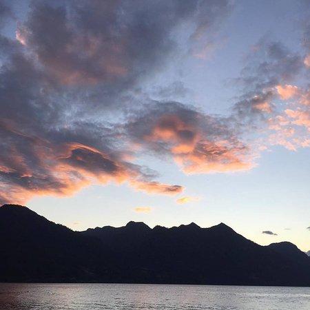 Lago Ranco, Chile: Vista desde la playa en un atardecer de diciembre.