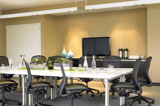 Element Ewing Princeton: Meeting room
