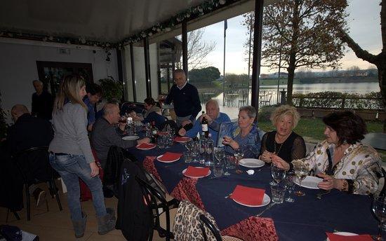 Santa Maria a Monte, Italie : Un momento del pranzo Dicembre 2018 con vista sul Lago.