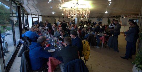 Santa Maria a Monte, Italie : Un momento del pranzo Dicembre 2018 con visione della sala completa.