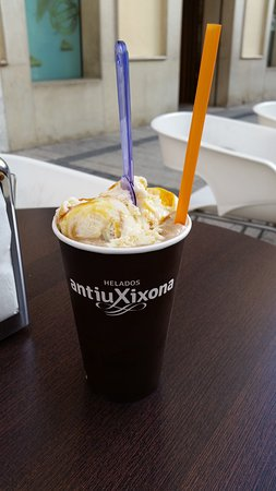 Jijona, Spain: Frappé de café con bola de mantecado de turrón con yema