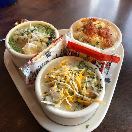 Milton, PA: Baked potatoes and soup sampler... great place...