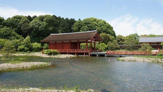 Nara, Japan: 東院庭園の中央建物。