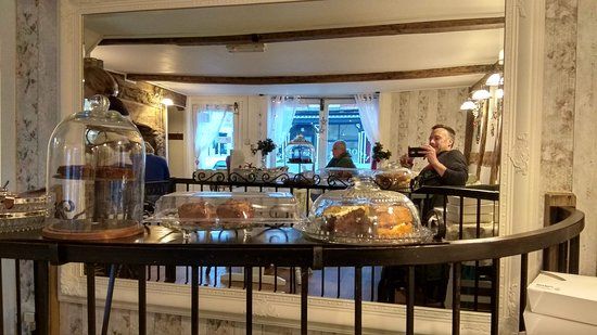 Llanidloes, UK: Big mirror makes the place airy and bright feeling, and check out those cakes!
