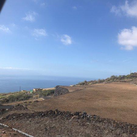 Très bonne balade sur les hauteurs de Tenerife différent des autres excursions  nous avons pu voir d'autres Paysage  dégustation de produit régionaux Et en savoir plus sur la culture  Le guide est excellent il parle le français. Nous avons passé un bon moment je vous le recommande