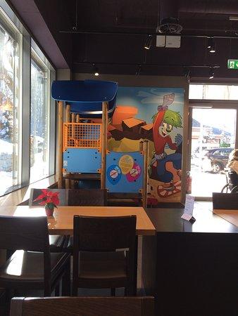Für kleine Kinder IM Restaurant