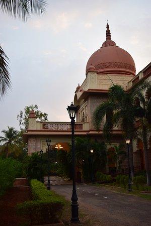 Sandur, الهند: Entrance porch