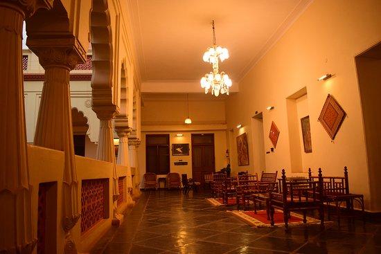 Sandur, الهند: Upstairs passages with leisure lounge