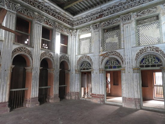 Sonargaon, Bangladesch: Dancing room in building off the main street