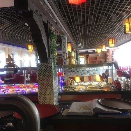 Aroma: EinSehr gutes chinesisches Restaurant! Egal für Chinesen oder Europäer dort gibts bestimmt was dir schmeckt und gefällt.