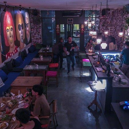 Отлично посидели: хорошая музыка, интересный интерьер, вкусные блюда, причём все, которые заказали!