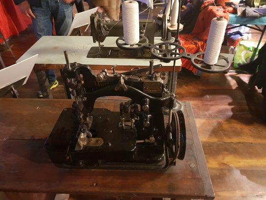 Ecomuseo Feltrificio Crumiere: Macchine da cuscire antiche