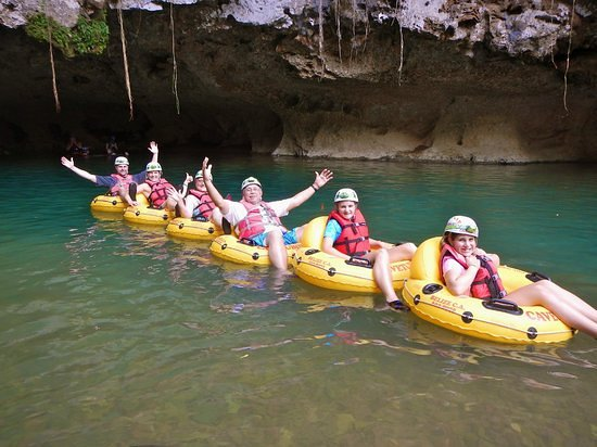 Caves Branch, เบลีซ: Enjoy the fresh river water and a very relaxing activity and also do some swimming if you wish to.