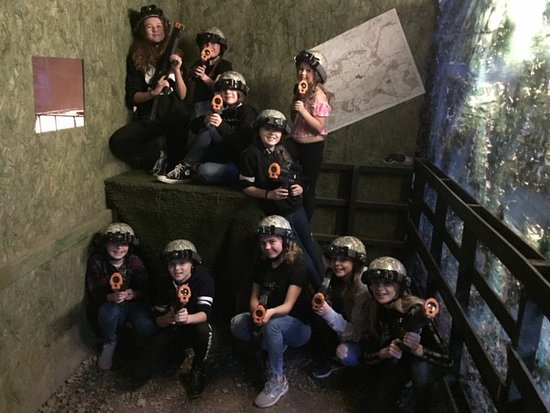 ‪Black Hawk Laser Games‬