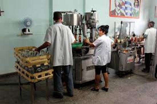En Casa Juanka y Yudy, podrás reservar un magnifico recorrido por la fabrica de guayabita, donde te explicarán el proceso de la misma