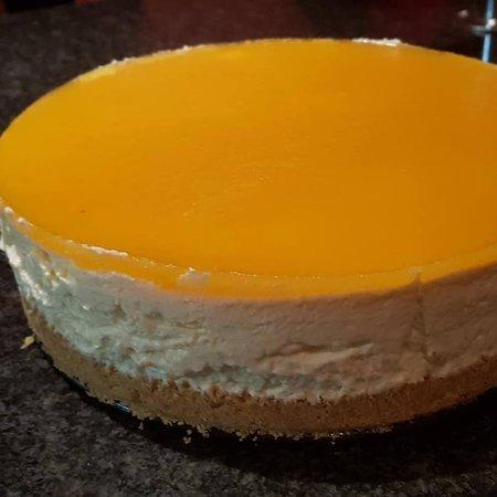 Sunningdale, UK: Home-made Lemon Cheesecake.