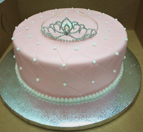 Gateaux Bakery & Cafe Tiara Cake