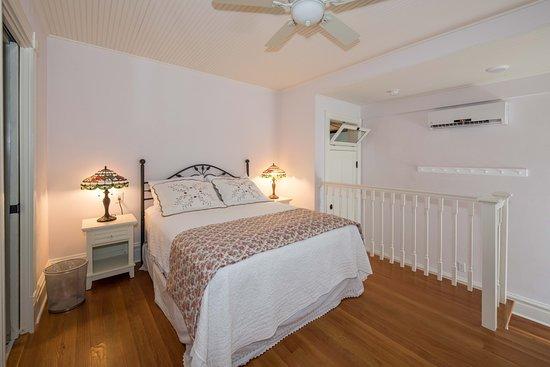 Webster Groves, MO: Rose room