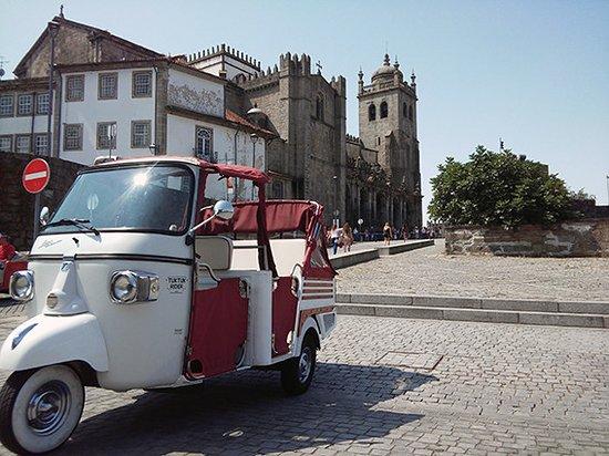 Tuk Tuk Rider Porto